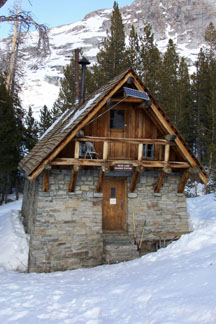 Backcountry ski huts and lodges ski tours in the sierra for Sierra nevada cabine